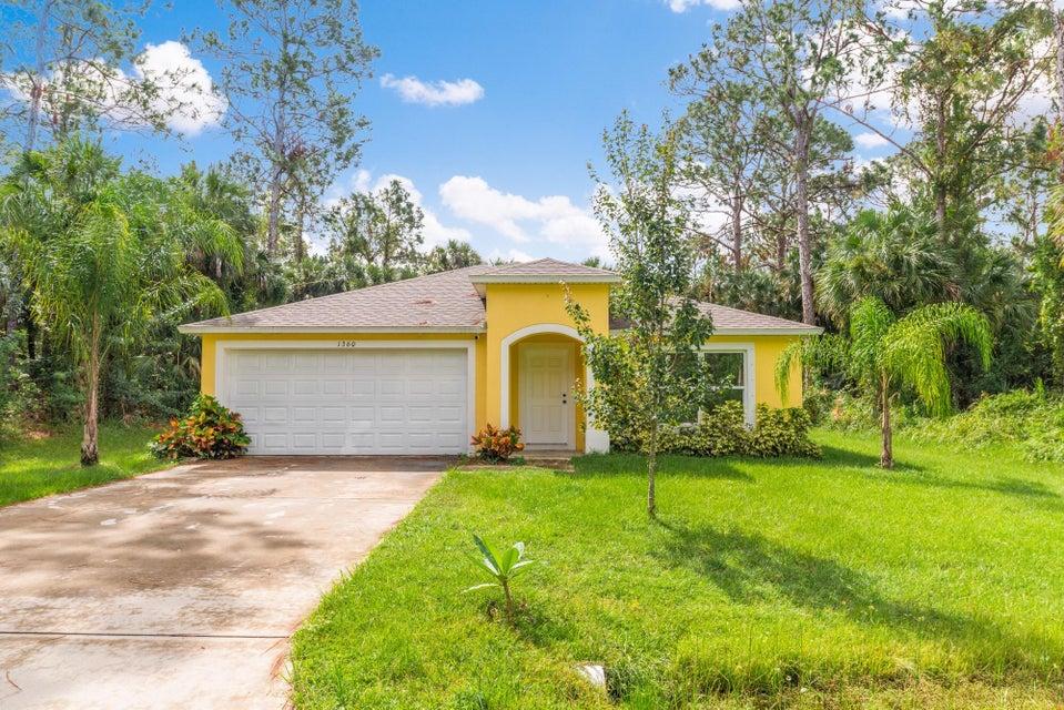 Casa Unifamiliar por un Venta en 1360 Seabreeze Street SW 1360 Seabreeze Street SW Palm Bay, Florida 32908 Estados Unidos