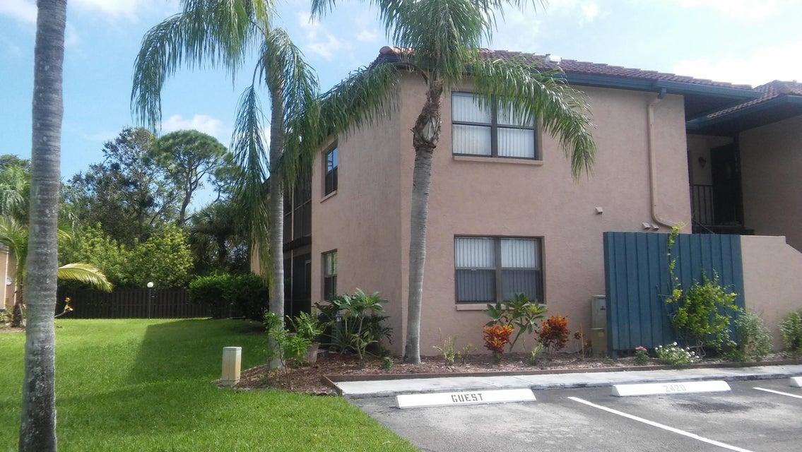 合作社 / 公寓 为 销售 在 2420 SE Garden Terrace 2420 SE Garden Terrace 圣露西港, 佛罗里达州 34952 美国