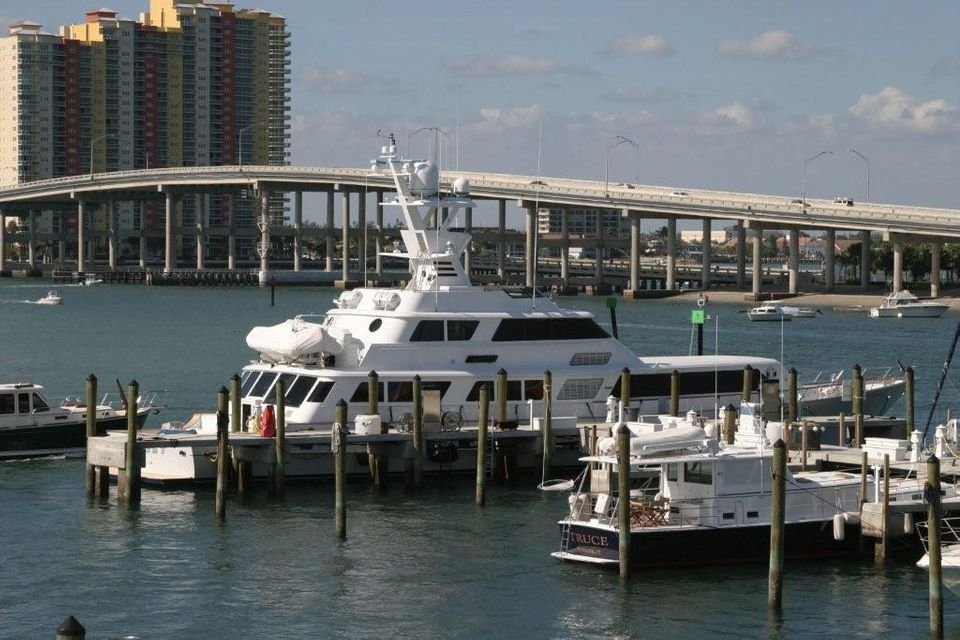 Additional photo for property listing at 176 Lake Drive 176 Lake Drive Palm Beach Shores, Florida 33404 Estados Unidos