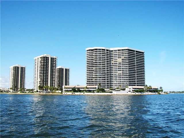 Co-op / Condo للـ Rent في 100 Lakeshore Drive 100 Lakeshore Drive North Palm Beach, Florida 33408 United States