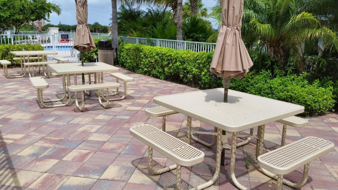 Additional photo for property listing at 27 Harbour Isle Drive # 104  Hutchinson Island, Florida 34949 United States