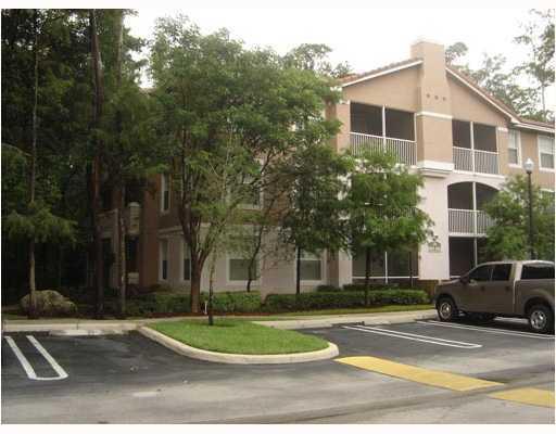 Co-op / Condominio por un Alquiler en 6860 W Sample Road 6860 W Sample Road Coral Springs, Florida 33067 Estados Unidos