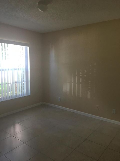 Additional photo for property listing at 114 Canterbury Place 114 Canterbury Place Royal Palm Beach, Florida 33414 United States