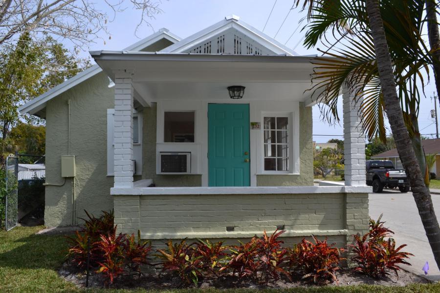 Triplex pour l Vente à 232 L Street 232 L Street Lake Worth, Florida 33460 États-Unis