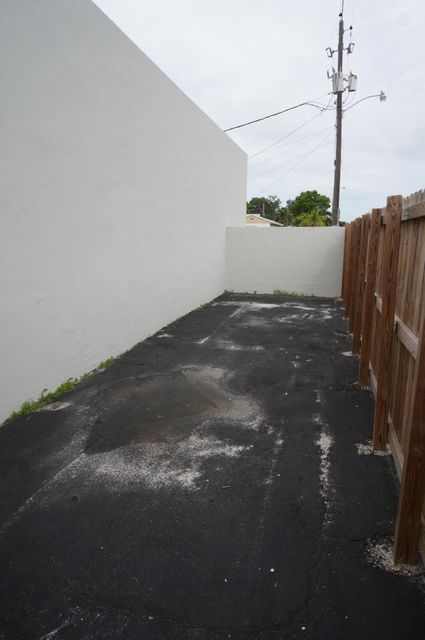 Additional photo for property listing at 137 SE 1st Avenue 137 SE 1st Avenue Hallandale Beach, Florida 33009 United States