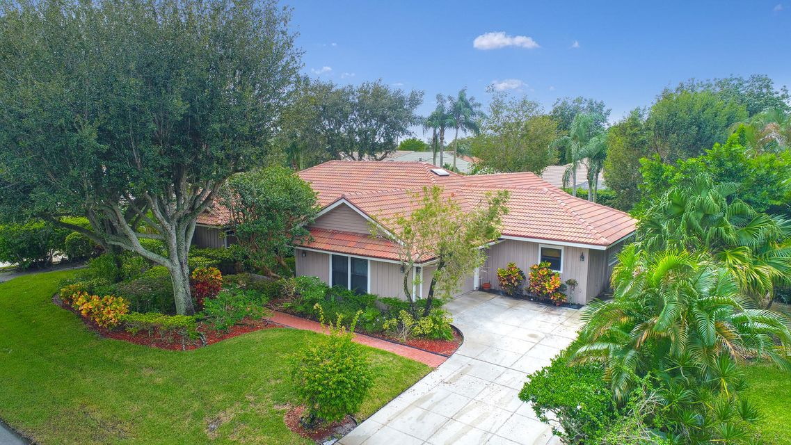 2 Carrick Road , Palm Beach Gardens FL 33418 is listed for sale as MLS Listing RX-10371846 36 photos