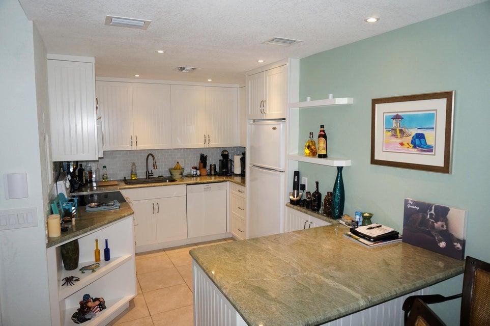 合作社 / 公寓 为 销售 在 250 S Ocean Boulevard 250 S Ocean Boulevard 德尔雷比奇海滩, 佛罗里达州 33483 美国
