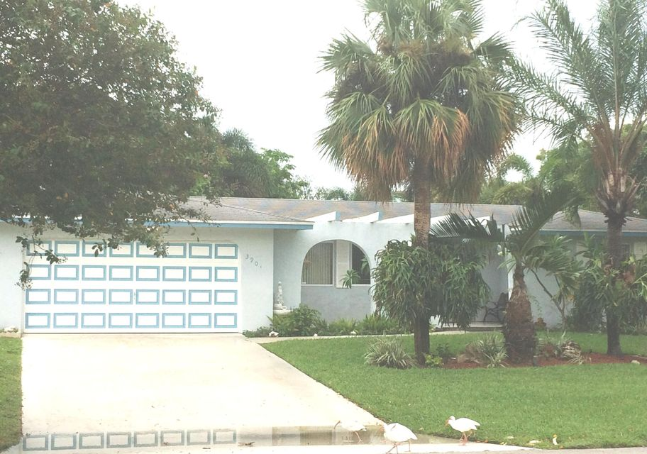 3901 Dogwood Avenue , Palm Beach Gardens FL 33410 is listed for sale as MLS Listing RX-10371820 20 photos