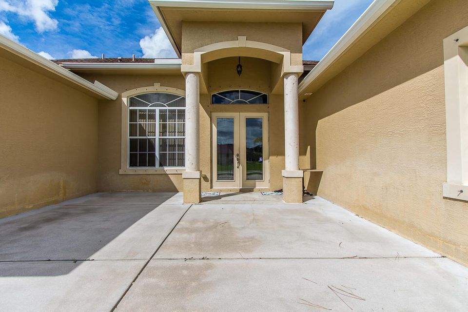 5528 Nw Scepter Drive