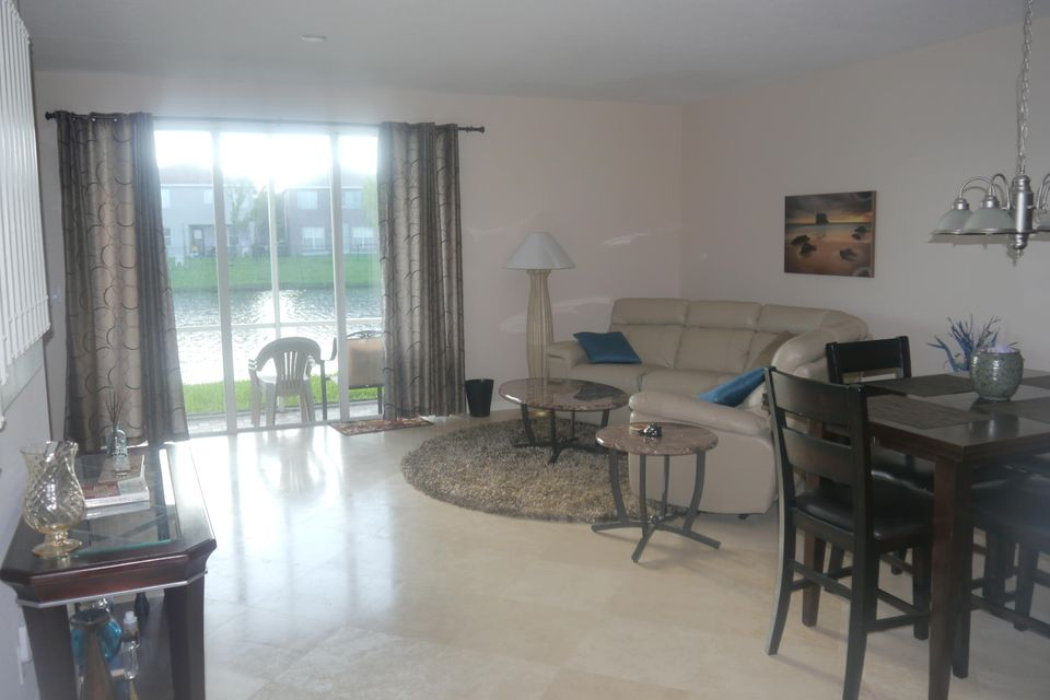 Additional photo for property listing at 2158 Oakmont Drive 2158 Oakmont Drive Riviera Beach, Florida 33404 United States