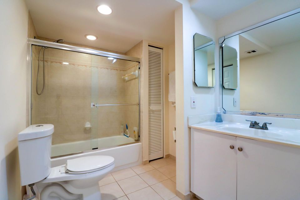 Additional photo for property listing at 14 Royal Palm Way 14 Royal Palm Way Boca Raton, Florida 33432 United States