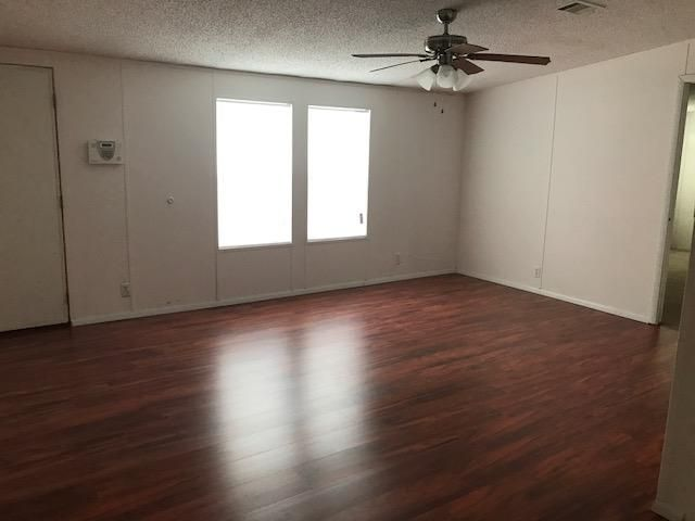 Mobile / Manufactured for Rent at 1450 SW 65th Way 1450 SW 65th Way Boca Raton, Florida 33428 United States