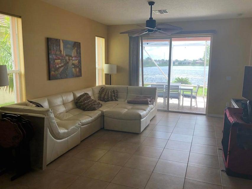 Additional photo for property listing at 9765 SW Eastbrook Circle 9765 SW Eastbrook Circle Port St. Lucie, Florida 34987 Estados Unidos