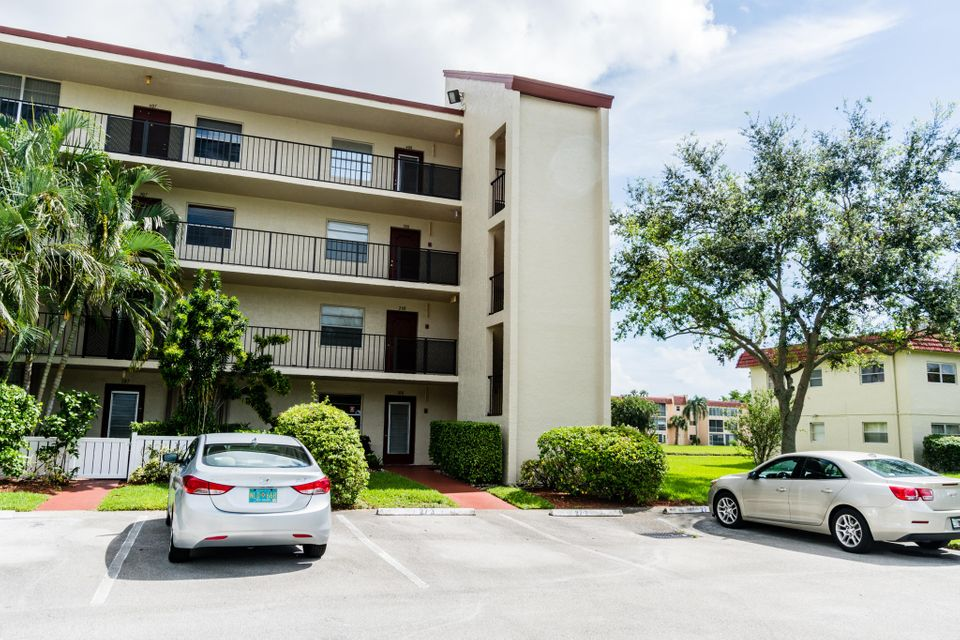 Co-op / Condo for Rent at 27 Abbey Lane 27 Abbey Lane Delray Beach, Florida 33446 United States