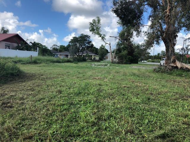 Single Family Home for Sale at 5277 SE Driftwood Avenue Stuart, Florida 34997 United States