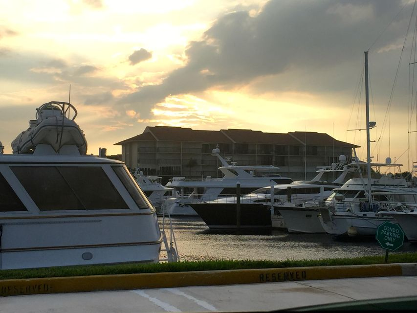 BLUFFS MARINA JUPITER