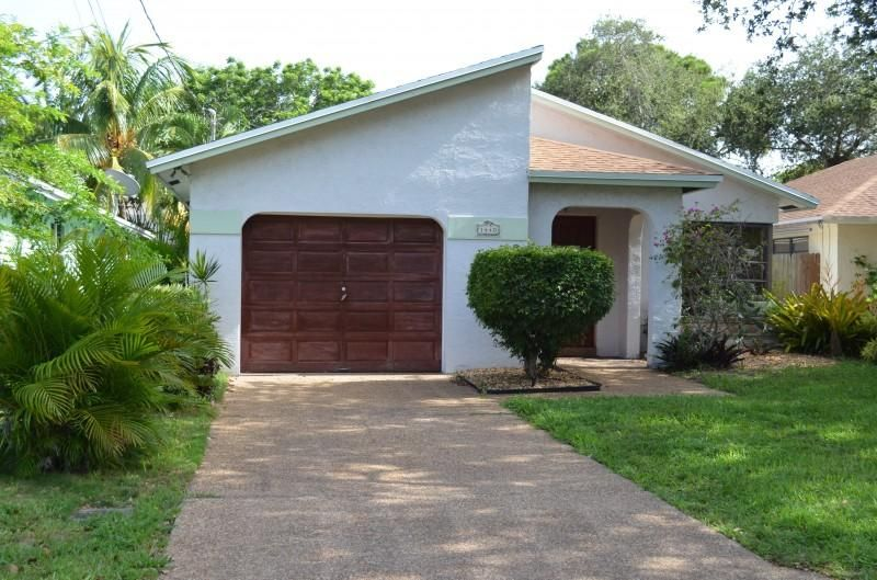 Additional photo for property listing at 1440 NE 35th Street 1440 NE 35th Street Oakland Park, Florida 33334 États-Unis