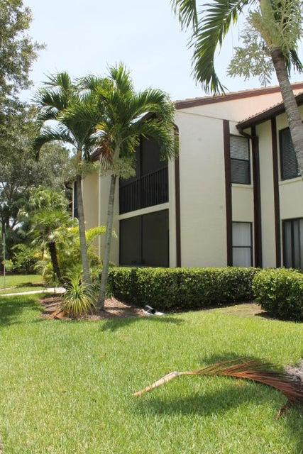Co-op / Condominio por un Venta en 2025 SW Silver Pine Way 2025 SW Silver Pine Way Palm City, Florida 34990 Estados Unidos