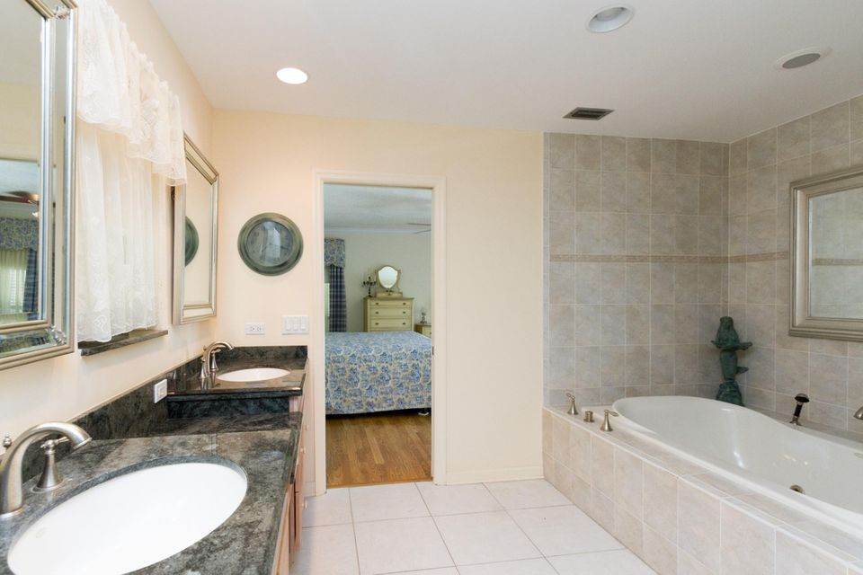 Additional photo for property listing at 356 Glenbrook Drive 356 Glenbrook Drive Atlantis, Florida 33462 United States