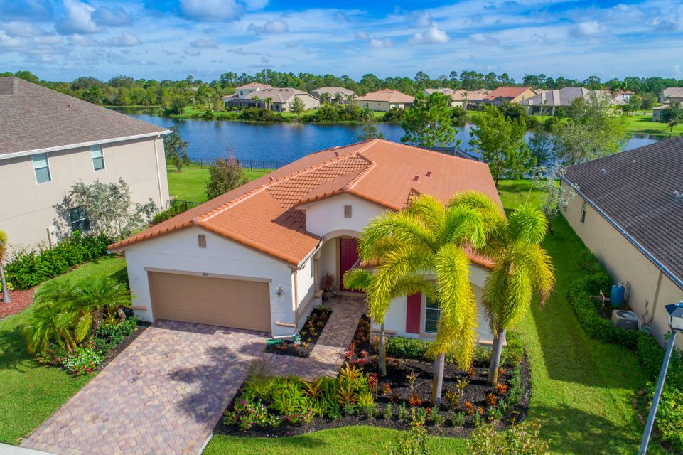 Single Family Home for Sale at 817 SW Sun Circle 817 SW Sun Circle Palm City, Florida 34990 United States