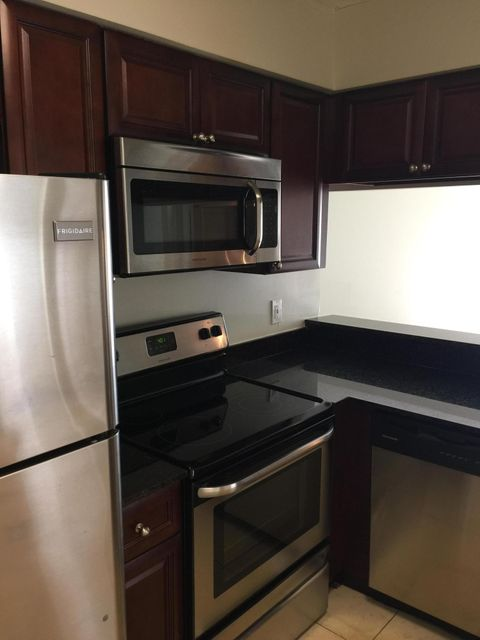 Co-op / Condo للـ Rent في 1408 The Pointe Drive 1408 The Pointe Drive West Palm Beach, Florida 33409 United States
