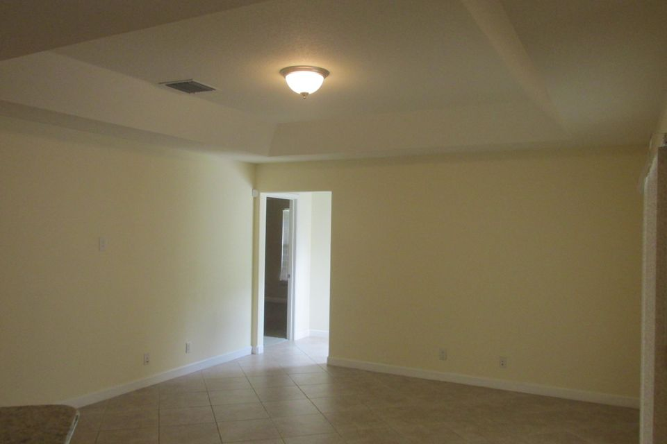 Additional photo for property listing at 1049 SW Payne Avenue 1049 SW Payne Avenue Port St. Lucie, Florida 34953 United States