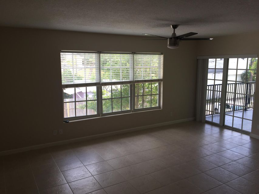 Additional photo for property listing at 120 N Lakeside Drive 120 N Lakeside Drive Lake Worth, Florida 33460 Estados Unidos