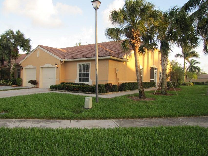别墅 为 出租 在 8362 Logia Circle 8362 Logia Circle 博因顿海滩, 佛罗里达州 33472 美国