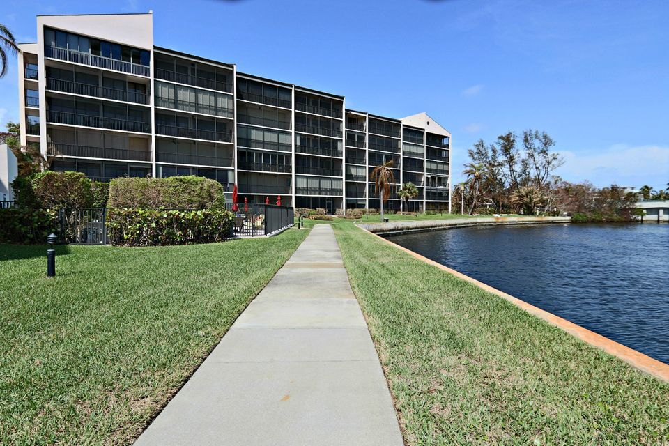 Co-op / Condo for Sale at 11370 Twelve Oaks Way 11370 Twelve Oaks Way North Palm Beach, Florida 33408 United States