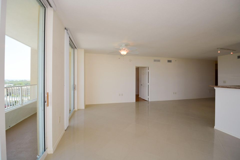 Additional photo for property listing at 625 Casa Lomo Boulevard 625 Casa Lomo Boulevard Boynton Beach, Florida 33435 United States