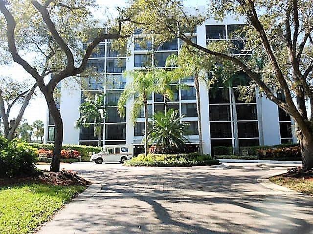 Konsum / Eigentumswohnung für Verkauf beim 7847 Lakeside Boulevard 7847 Lakeside Boulevard Boca Raton, Florida 33434 Vereinigte Staaten