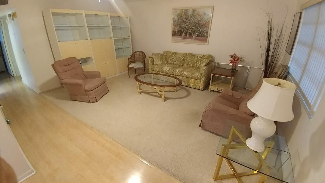 Cooperativa / condomínio para Venda às 461 Burgundy J 461 Burgundy J Delray Beach, Florida 33484 Estados Unidos