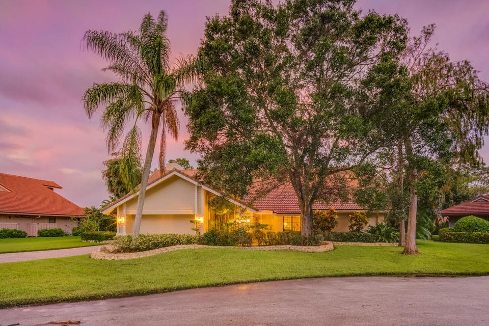 Single Family Home for Sale at 7 River Chase Terrace 7 River Chase Terrace Palm Beach Gardens, Florida 33418 United States