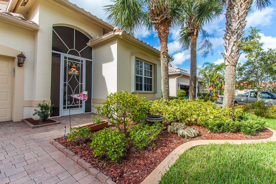 Additional photo for property listing at 364 NW Toscane Trail 364 NW Toscane Trail Port St. Lucie, Florida 34986 United States