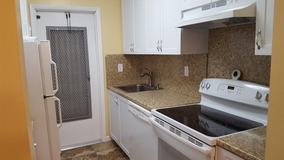 Additional photo for property listing at 120 South Boulevard 120 South Boulevard Boynton Beach, Florida 33435 États-Unis