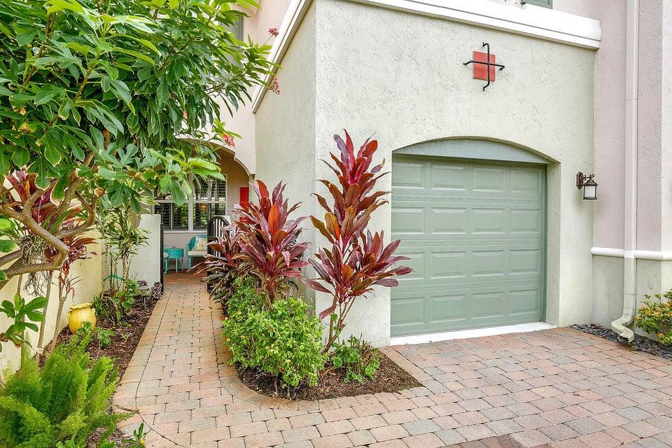 Residência urbana para Venda às 159 Las Brisas Circle 159 Las Brisas Circle Hypoluxo, Florida 33462 Estados Unidos