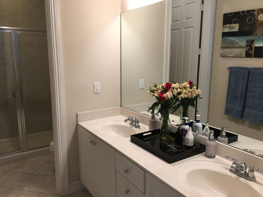 Additional photo for property listing at 810 3rd Avenue N 810 3rd Avenue N Lake Worth, Florida 33460 Vereinigte Staaten