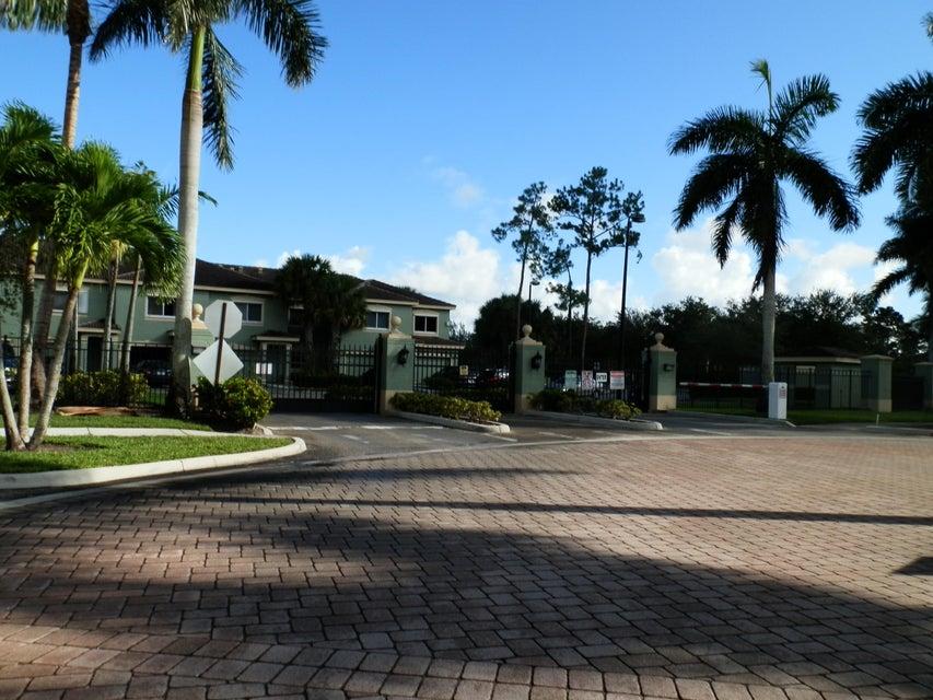 Cooperativa / condomínio para Locação às 350 Crestwood Circle 350 Crestwood Circle Royal Palm Beach, Florida 33411 Estados Unidos