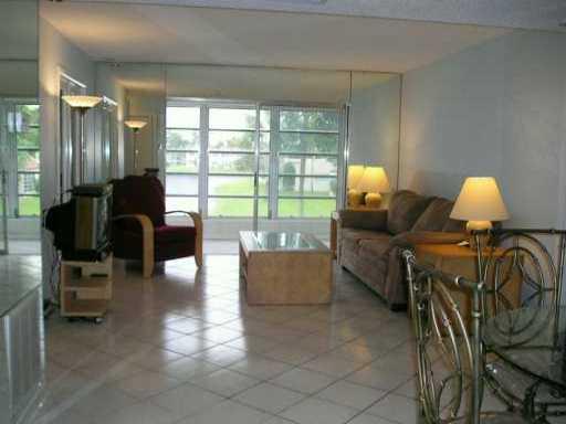 Co-op / Condominio por un Alquiler en 237 Golden River Drive 237 Golden River Drive West Palm Beach, Florida 33411 Estados Unidos