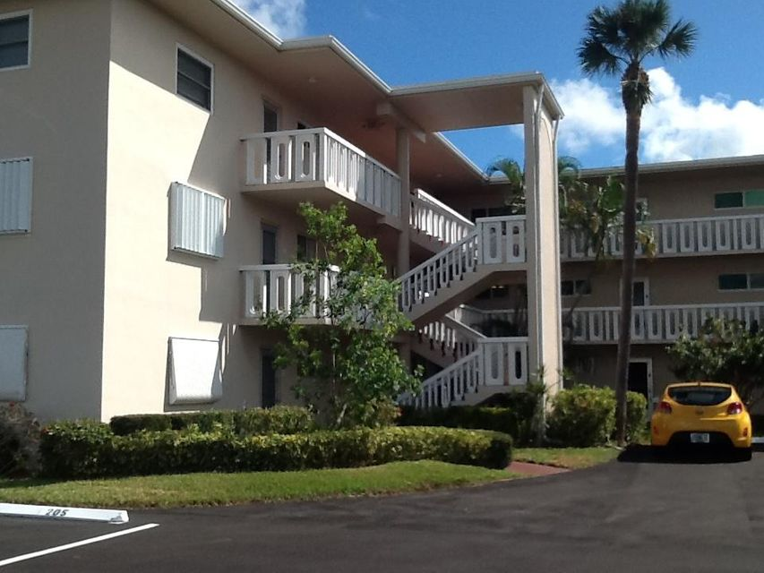 2566 Garden Drive 203  Lake Worth, FL 33461