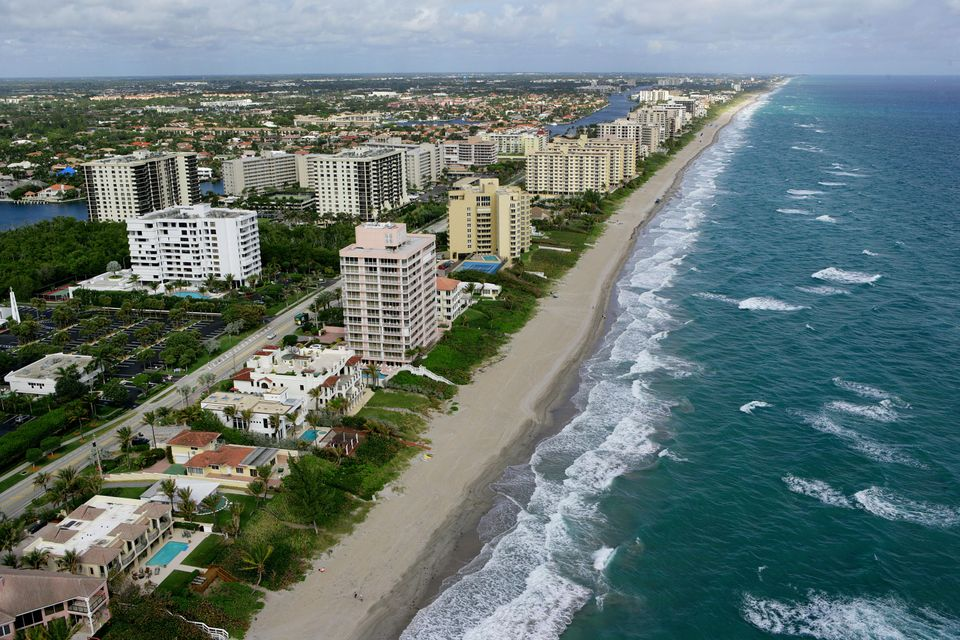 Coopérative / Condo pour l Vente à 3505 S Ocean Boulevard 3505 S Ocean Boulevard Highland Beach, Florida 33487 États-Unis