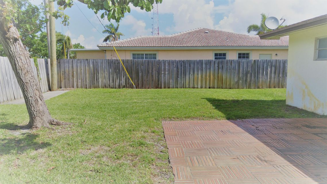 Additional photo for property listing at 1311 Australian Court 1311 Australian Court West Palm Beach, Florida 33407 United States