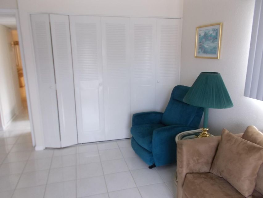 Additional photo for property listing at 305 Saxony G 305 Saxony G Delray Beach, Florida 33446 Estados Unidos