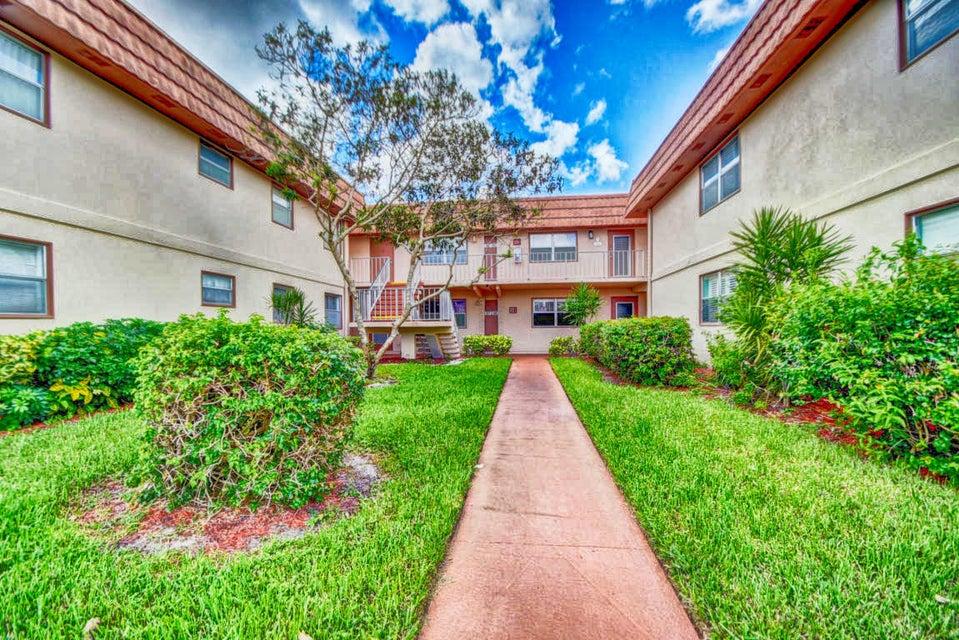 Cooperativa / condomínio para Venda às 57 Brittany B 57 Brittany B Delray Beach, Florida 33446 Estados Unidos