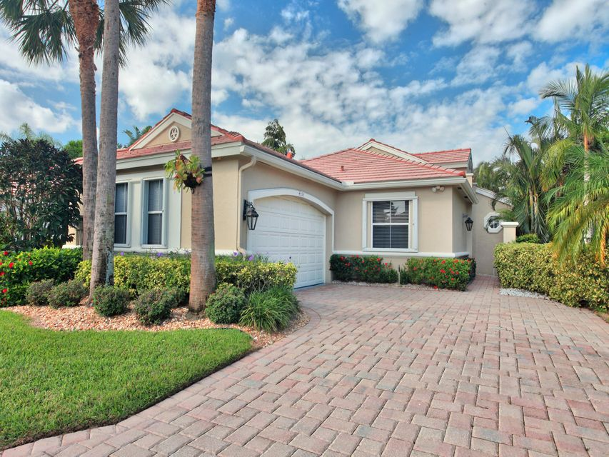 Home for sale in Wycliffe-huntington Wellington Florida