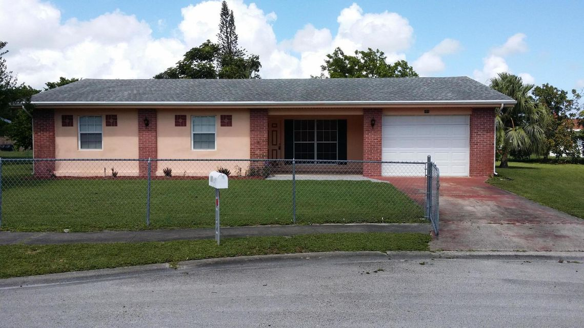 Additional photo for property listing at 151 NE Penlynn Avenue 151 NE Penlynn Avenue Port St. Lucie, Florida 34983 États-Unis