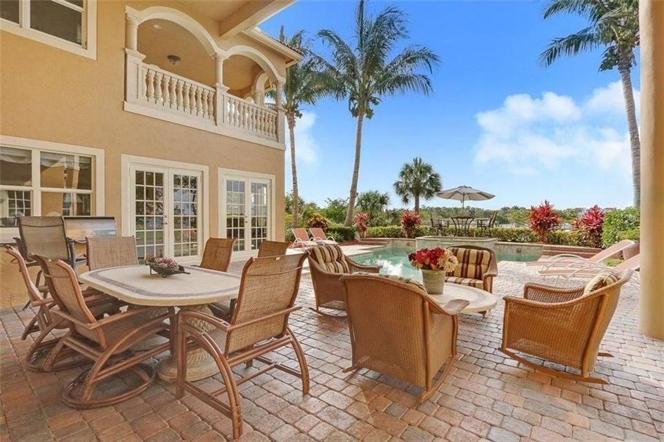 238 Sw Palm Cove Drive