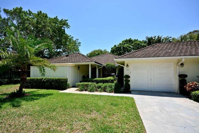 Villa for Sale at 11457 Shady Oaks Lane 11457 Shady Oaks Lane North Palm Beach, Florida 33408 United States