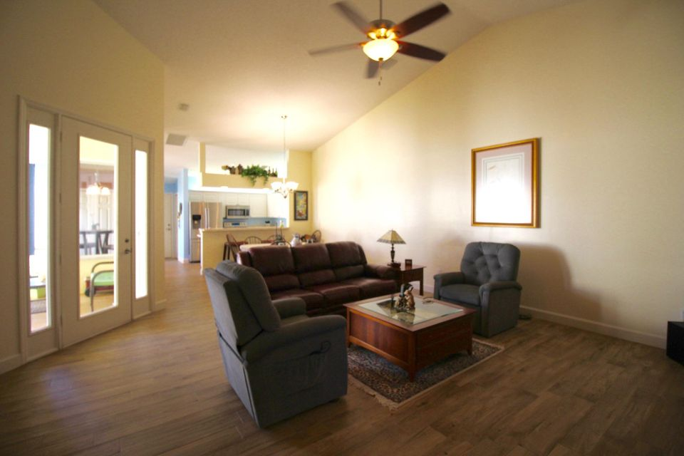 Additional photo for property listing at 202 River  # 18 202 River  # 18 Hutchinson Island, Florida 34949 United States
