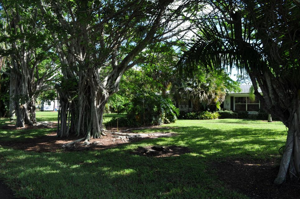 Home for sale in Horseshoe Circle consists of 15 homes.  A community west of Haverhill. No HOA West Palm Beach Florida
